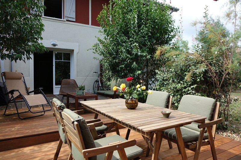 Terrasse et salon de jardin en bois exotique